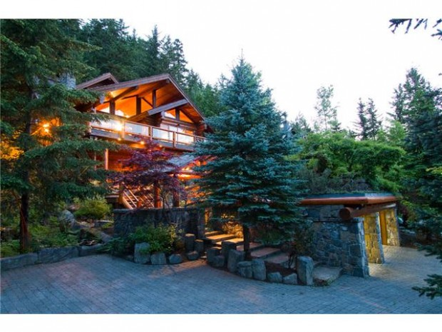 Log cabins 101 an intro to log homes whistler real for Cabine in whistler